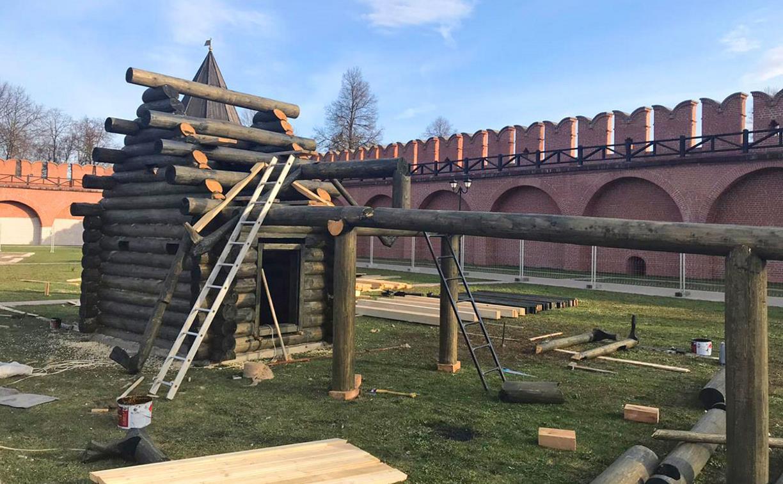 В Тульском кремле собирают дома-срубы, созданные архангельскими арестантами