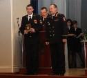 Начальник УМВД наградил полицейского, который спас семью из горящей машины