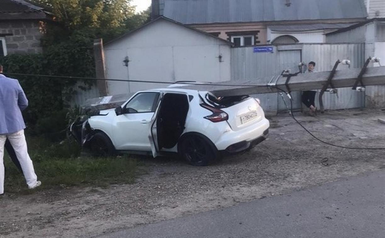 В Туле пьяная женщина влетела в столб электропередачи: двое детей пострадали