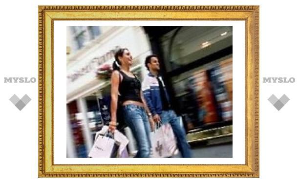 Дешевый доллар привлек в США туристов-шопперов