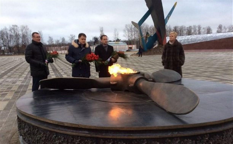 Владимир Мединский возложил цветы к Вечному огню мемориала «Защитникам неба Отечества»