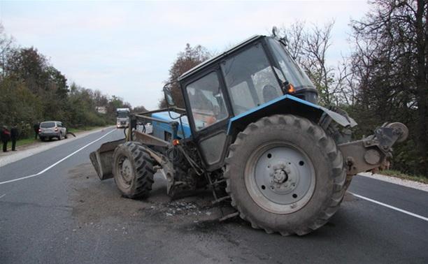 На въезде в Тулу трактор протаранил внедорожник