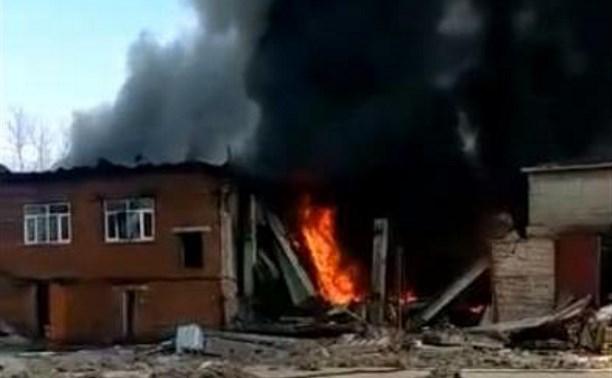 ЧП на базальтовом заводе в Алексине: одно из зданий обрушилось и загорелось