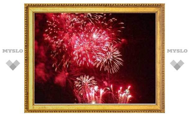Новый год в Москве пройдет без салютов и шампанского