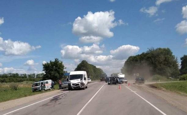 В аварии на трассе М-2 пострадали два человека