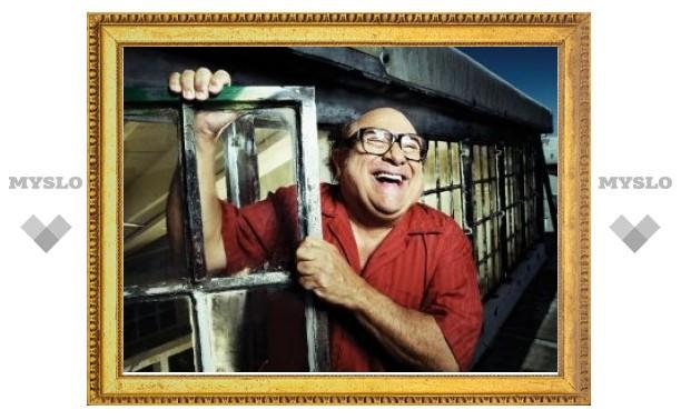 Дэнни де Вито снимет комедию о медовом месяце с отцом