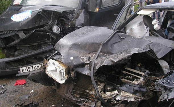 В результате ДТП с пассажирским микроавтобусом госпитализированы 6 человек