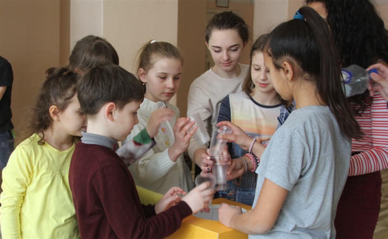 Регоператор «МСК-НТ» продолжает устанавливать контейнеры для сбора пластика в школах Новомосковска