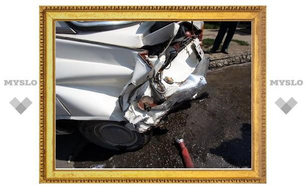 В старенький припаркованный «Москвич» врезался BMW