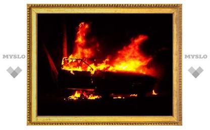В Суворове подожгли машину