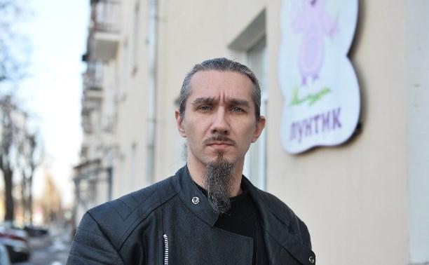 Детского психолога, которого подозревают в сатанизме, вызвали в полицию
