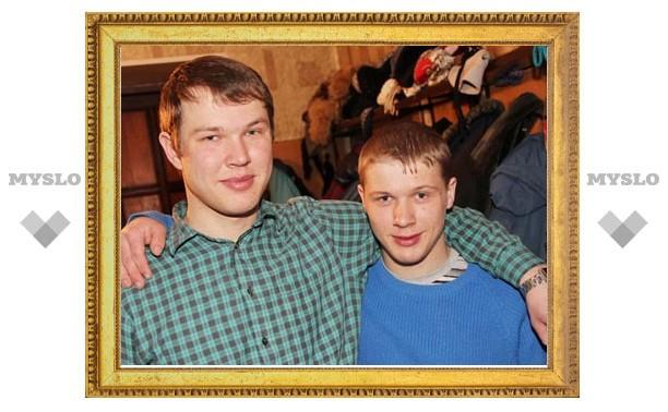 В Новомосковске двое братьев спасли старушку