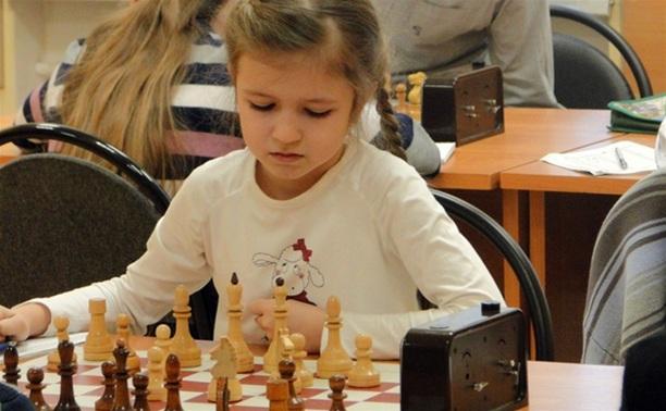 Юные тульские шахматистки провели очередные партии на чемпионате мира