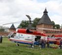 В кремле приземлился вертолёт, который поднимет шпиль колокольни