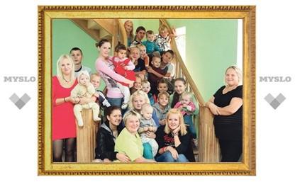 Инна Щербакова посетила многодетную маму Наталью Сарганову