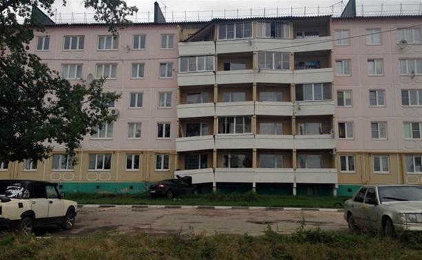 В балконах дома, который протаранила веневская автоледи, образовались трещины