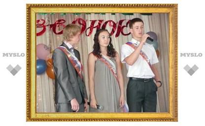 В школах Новомосковска поздравили выпускников