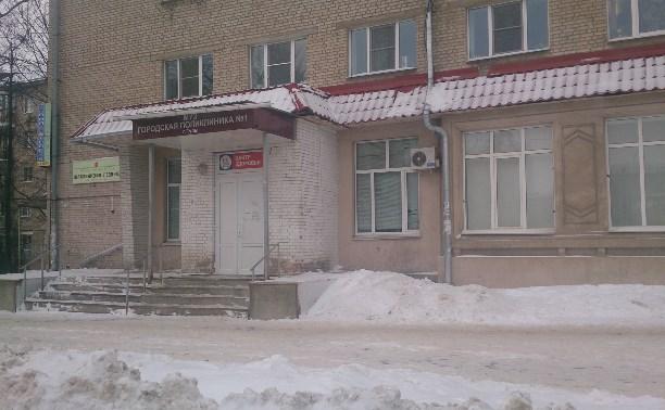 Активисты ОНФ выявили отсутствие пандуса около городской поликлиники на ул. Смидович