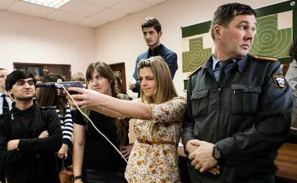 Тульских студентов проверили на полиграфе и сняли у них отпечатки пальцев