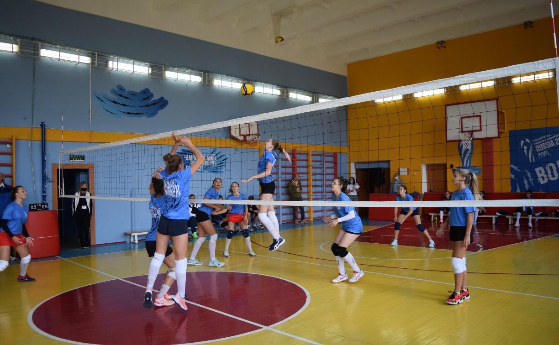 Тульские школьники сыграли в волейбол с чемпионами