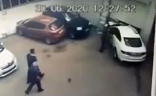 В Туле Jaguar разгромил автомойку: хозяйке авто внезапно стало плохо