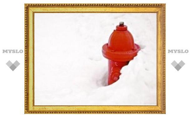 В Туле пожарные гидранты заваливают снегом