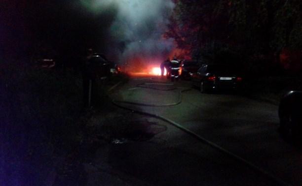 В Туле на улице Пузакова сгорели три автомобиля