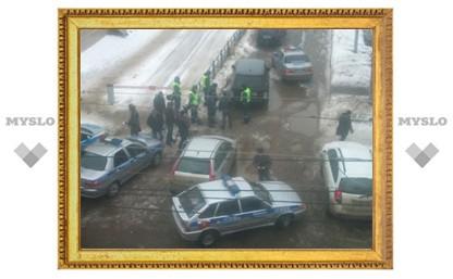 """В Туле сотрудники ГИБДД пытаются """"выкурить"""" водителя авто с """"крутыми"""" номерами"""