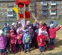 В Тульской области продолжают устанавливать детские площадки