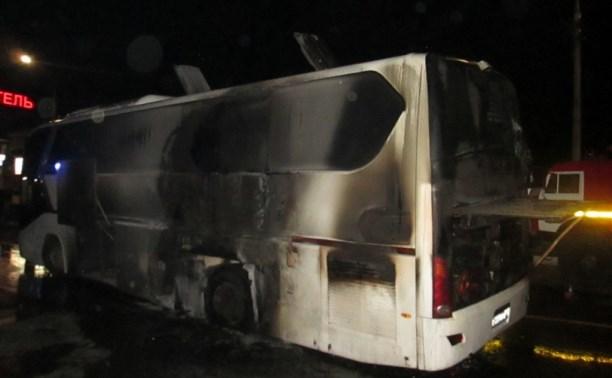 На трассе М4 загорелся автобус «Кинг Лонг»