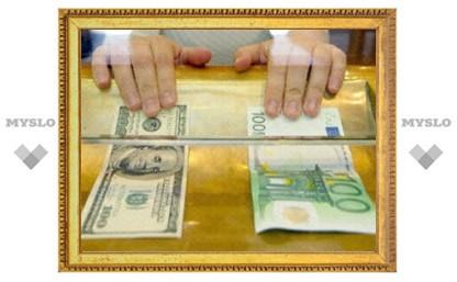 Покупка россиянами иностранной валюты в прошлом году сократилась на треть