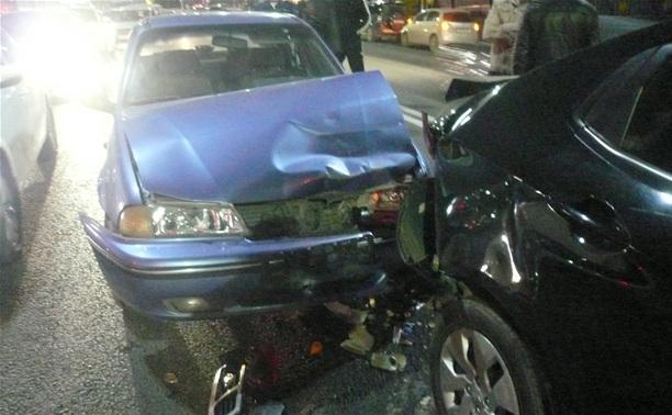 В Туле столкнулись три иномарки: есть пострадавшие