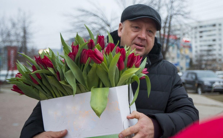 Пролетарский глава Сергей Шестаков поднял тулячкам настроение
