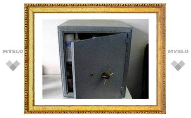 В Хабаровске грабители похитили из мебельного магазина сейф с 1 млн рублей