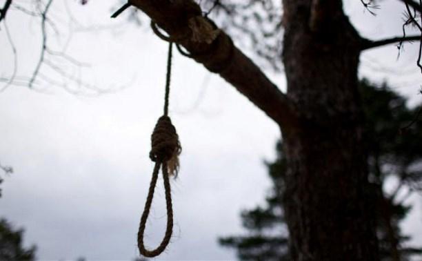 В Новомосковском районе пропавшего без вести мужчину обнаружили повешенным в лесу