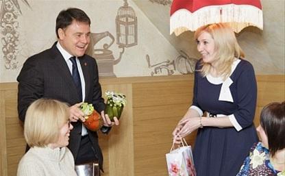 Губернатор пригласил Татьян на чаепитие