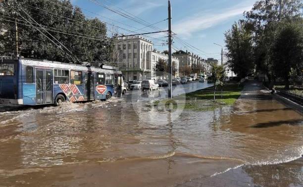 Прорыв водопровода: в Заречье затопило несколько улиц, поликлинику и школу