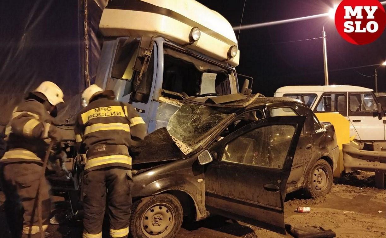 Под Тулой при столкновении c грузовиком погиб водитель Renault