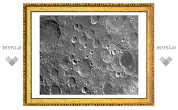 Китайский спутник прислал первые фотографии Луны