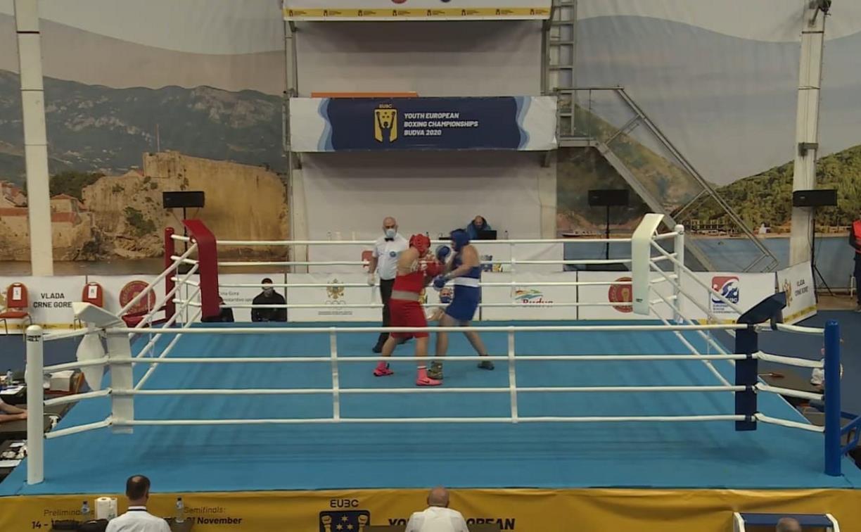 Тульский боксер вышел в полуфинал первенства Европы