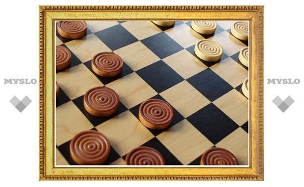 Тульские студенты сыграли в шахматы и шашки