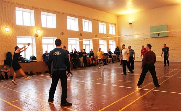 Тульские пожарные показали, как нужно играть в волейбол