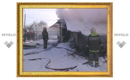 В Туле в горящем доме могут находиться трое детей