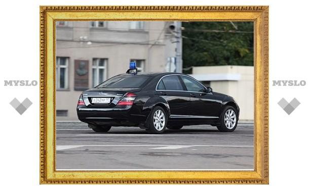 Правительство отказалось запрещать дорогие машины для чиновников