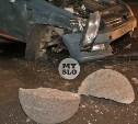 В Туле машина каршеринга влетела в гранитный шар и расколола его