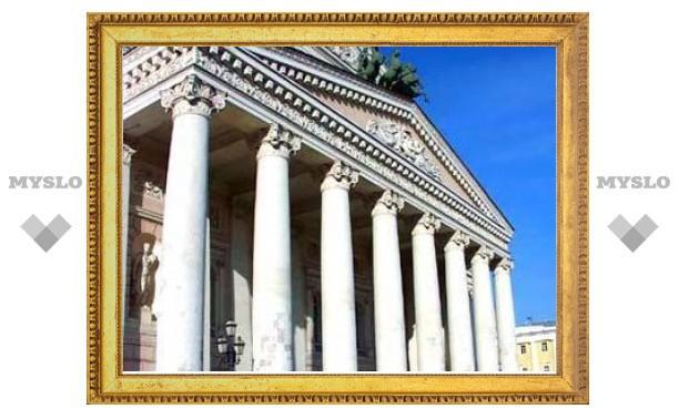 Медведев распорядился открыть Большой театр в 2011 году
