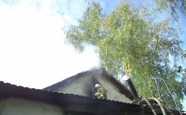 В Ясной Поляне пожарные спасли из горящего дома двух пенсионеров