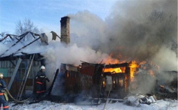 В Новомосковске сгорел жилой дом