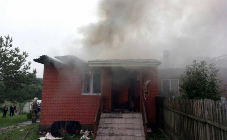Горящий дом в тульской деревне пожарные тушили полчаса