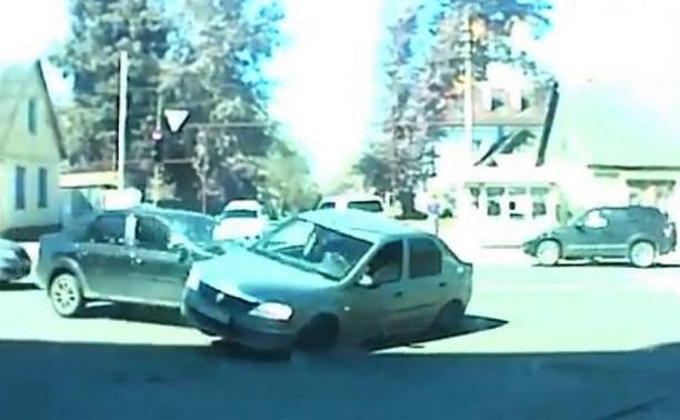 В Туле Renault на скорости протаранил «коллегу»